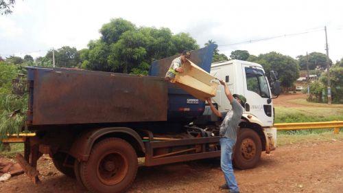 Serviço de limpeza é realizado em diversos bairros da cidade