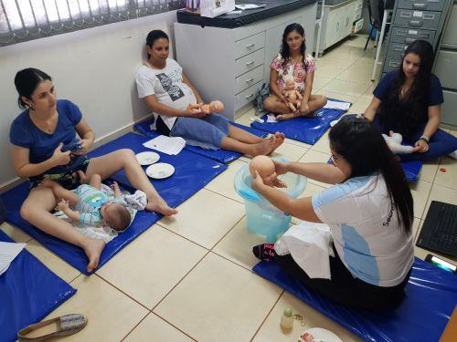 Curso de técnica Shantala com mamães da Unidade de Saúde Vila Esperança