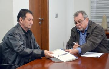 """Prefeito Baco entrega dossiê ao presidente do Legislativo: """"Os vereadores são nossos interlocutores junto aos munícipes"""""""