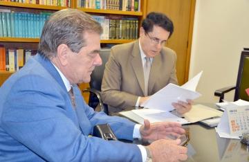 Deputado Caíto Quintana acompanhou o prefeito Baco na audiência com o desembargador do Tribunal de Justiça