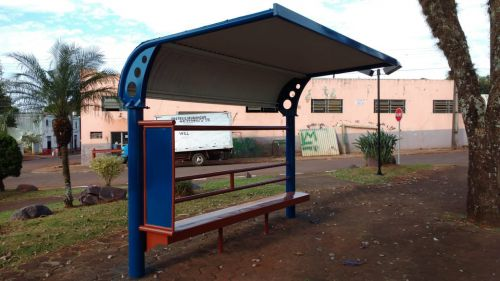 Pontos de ônibus e Praças do município são revitalizados