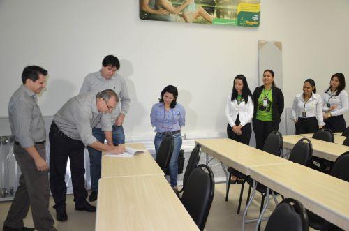 Servidor municipal de Ubiratã poderá contratar crédito consignado com a Sicredi