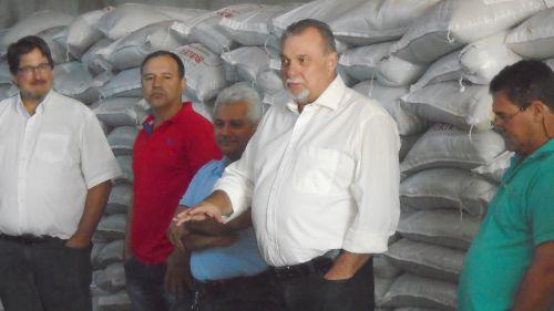 Agricultores receberam fertilizante Super Simples através de Programa Gestão de Solos e Água na Microbacia Água Grande