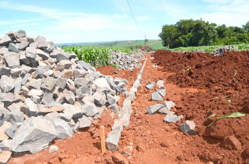 Pavimentação poliédrica na Estrada Tupã transforma região