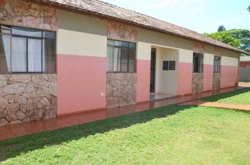 Implantada em janeiro de 2001, a Casa Lar Clóvis Pereira Galindo de Ubiratã tem capacidade para o acolhimento de 10 crianças e adolescentes de 0 a 18 anos