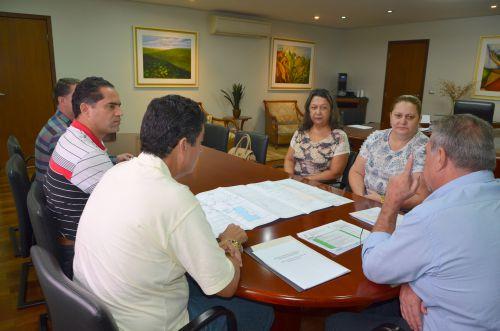 Diretora apresenta projeto de reforma de Colégio em Ubiratã