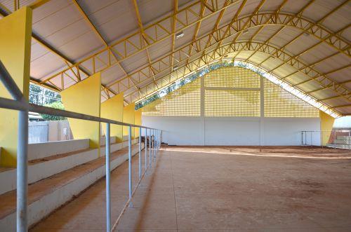 Quadra coberta da Escola Dr. Gentil está em fase de acabamento