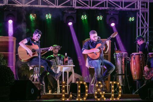 Leo Doreto e Daniel faz um super show neste domingo na Praça Horácio Ribeiro