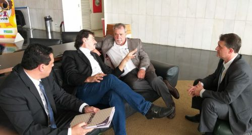 Em Brasília, prefeito Baco trata dos últimos detalhes para finalização das obras da nova Super Creche