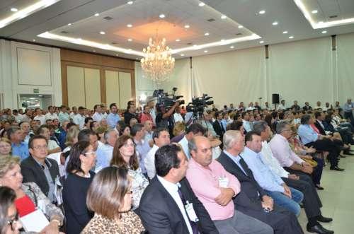 O auditório do hotel Recanto ficou lotado de prefeitos e assessores