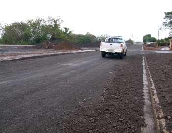 A Perimetral Marcílio Daltro está sendo pavimentada; obra era aguardada por toda população
