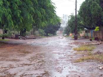 Ruas do Distrito de Yolanda que ficam praticamente intransitáveis em dias de chuva também passarão por melhorias com pavimentação poliédrica
