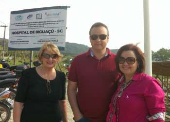 Fábio e Luciane agradeceram o convite para visitar as obras desse hospital que terá 131 leitos