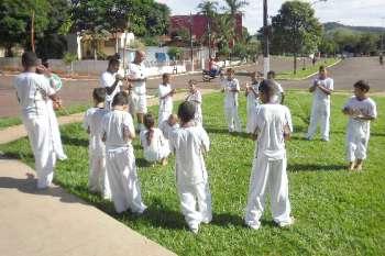 Um grupo de capoeira abriu o encontro da 11ª Regional de Cultura em Barbosa Ferraz