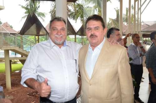 Prefeito Baco com o secretário de governo, César Silvestri