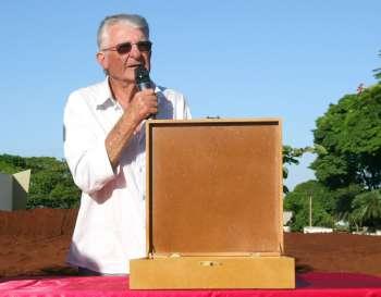 Pioneiro e primeiro prefeito de Ubiratã (interino), Osmar João Bertoli, usou a palavra durante o ato de fechamento da cápsula
