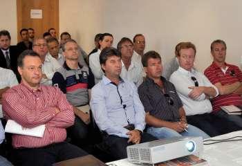 Os representantes das associações regionais reuniram-se em Curitiba na terça-feira