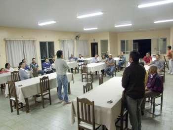A reunião aconteceu nas dependências da Associação dos Deficientes Físicos de Ubiratã (Adefiu)