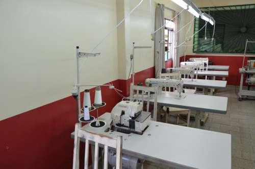 Adefiu recebeu máquinas de costura industrial