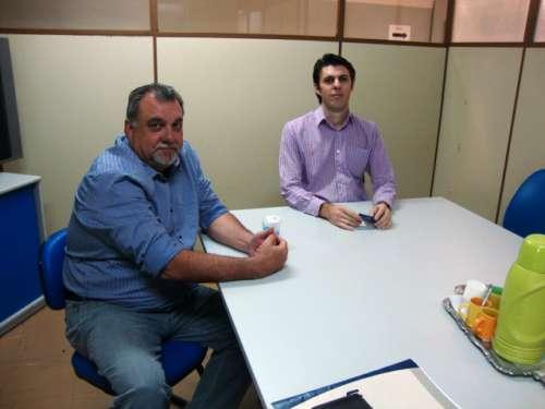 Prefeito Baco e o gerente executivo da agência do INSS de Maringá, Wellington da Rosa