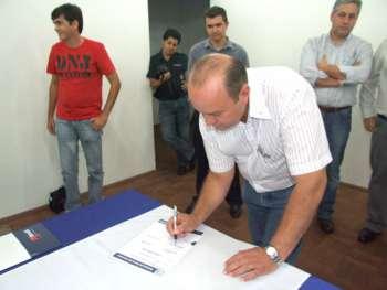 Sebastião Osmar Beraldo representou os demais vereadores em todos os convênios e na ordem de serviço