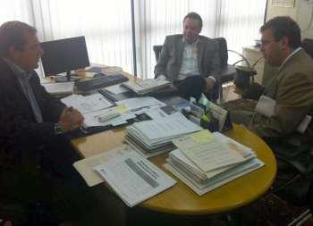 Durante a visita ao gabinete do deputado estadual Caíto Quintana, o prefeito Fábio D'Alécio esteve acompanhado de Rogério Carboni