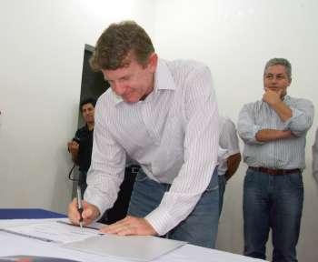 Representantes de vários segmentos da sociedade ubiratanense participaram da assinatura dos convênios