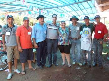 Em nome do prefeito, os secretários Osmar Pires da Silva e Inês Bento, parabenizaram os representantes da comunidade pela belíssima festa