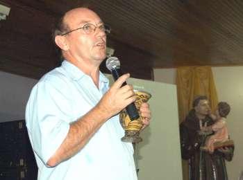 Pároco José Elias Seyh agradece o apoio da comunidade no fortalecimento da Igreja