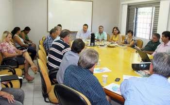 Dezessete prefeitos participaram da reunião; A vice-prefeita de Campo Mourão, presidente da Acamdoze também estiveram na sede da Comcam