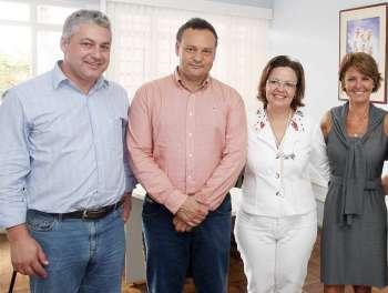 Da esquerda para a direita: Dep. Estadual, Douglas Fabrício; prefeito Fábio D´Alécio; 1ª dama Luciane D´Alécio e Fernanda Richa, secretária de Estado da Família e Desenvolvimento Social