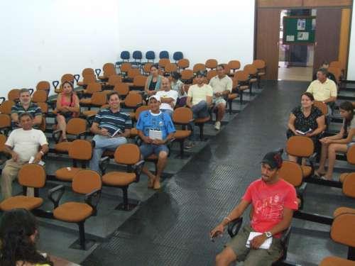 Representantes de bairros, comunidades, clubes, cooperativas e promotores de eventos participaram da reunião