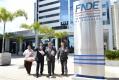Inês, Frangão, Baco e Márcio, defronte a sede nacional do FNDE, nesta segunda-feira, em Brasília,  comemoram a liberação da segunda Escola Creche para Ubiratã