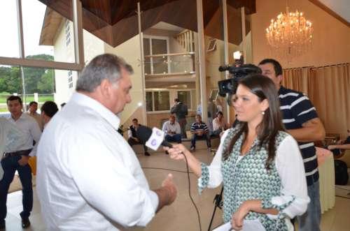 O prefeito Baco deu entrevista a vários órgãos de imprensa