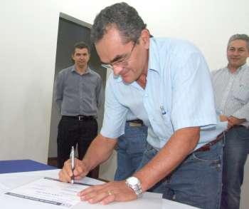 Representantes das localidades beneficiadas assinaram como testemunha