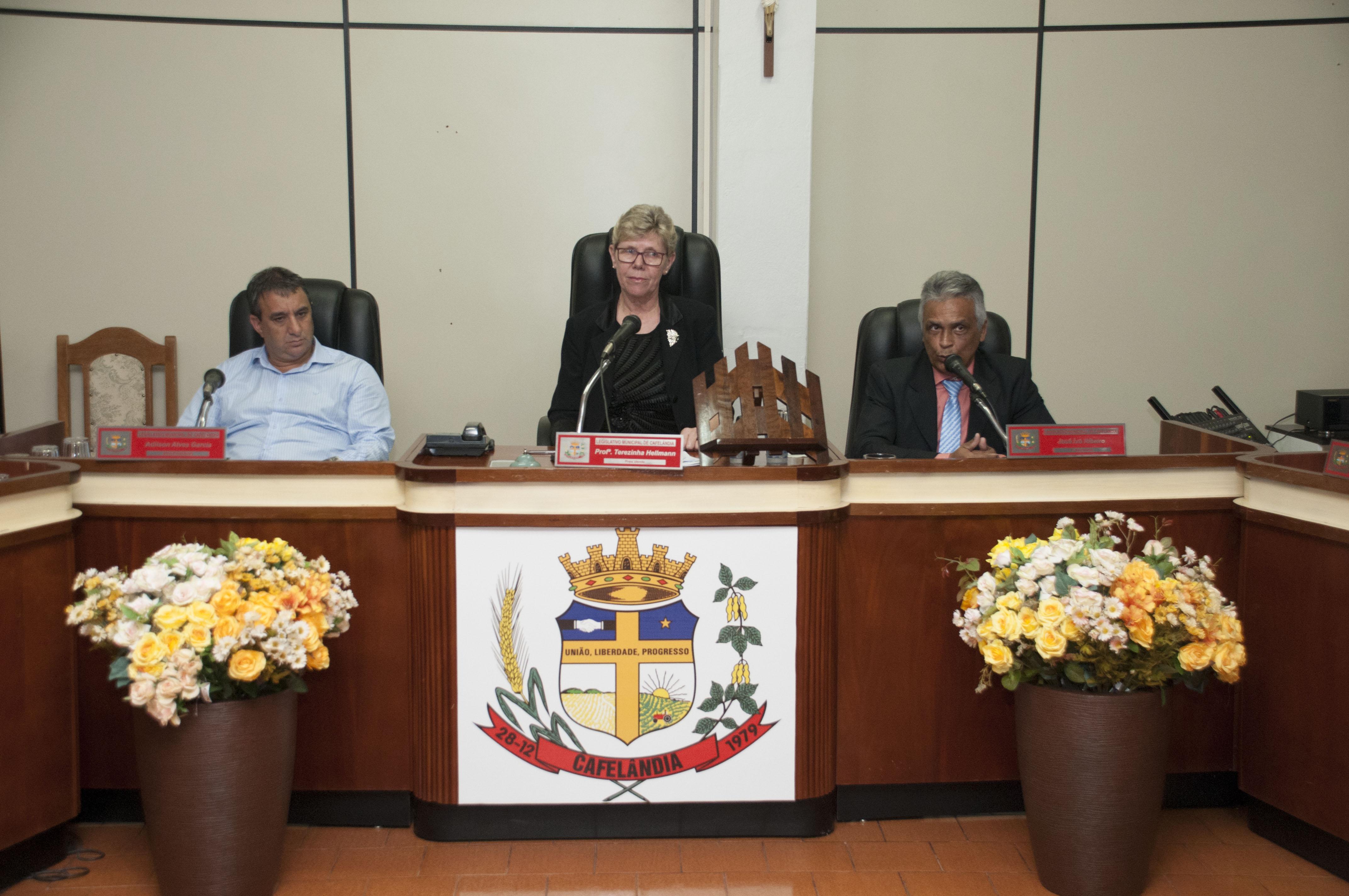 A Câmara Municipal de Cafelândia entrega Título de Cidadão Honorário em Sessão Solene