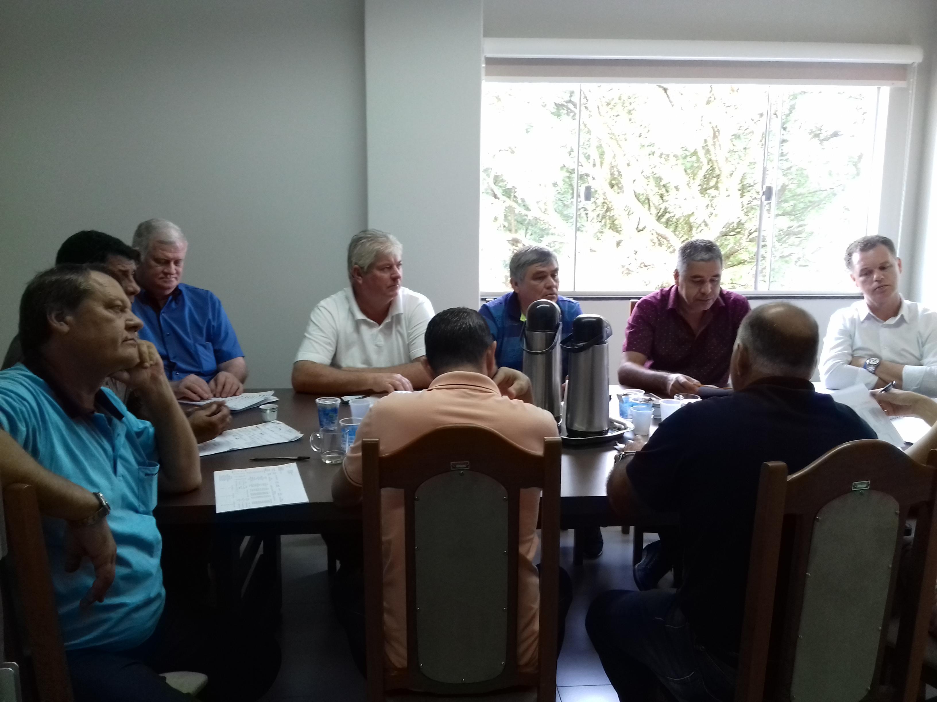 Vereadores fazem reunião para discutir a respeito da SANEPAR e COPEL.
