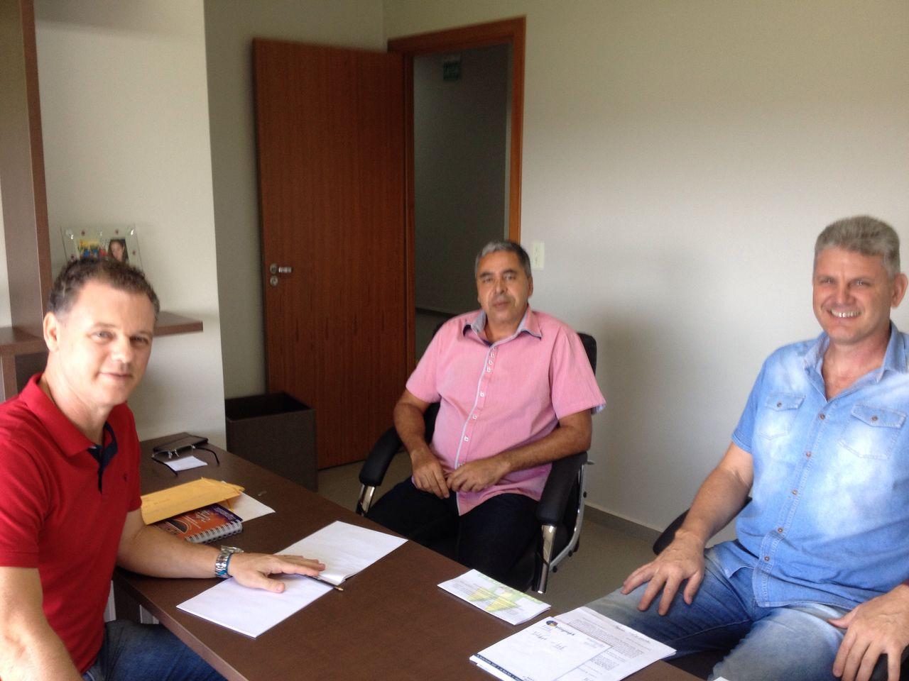 Presidente da COOPERCAF visita a Câmara Municipal de Cafelândia.