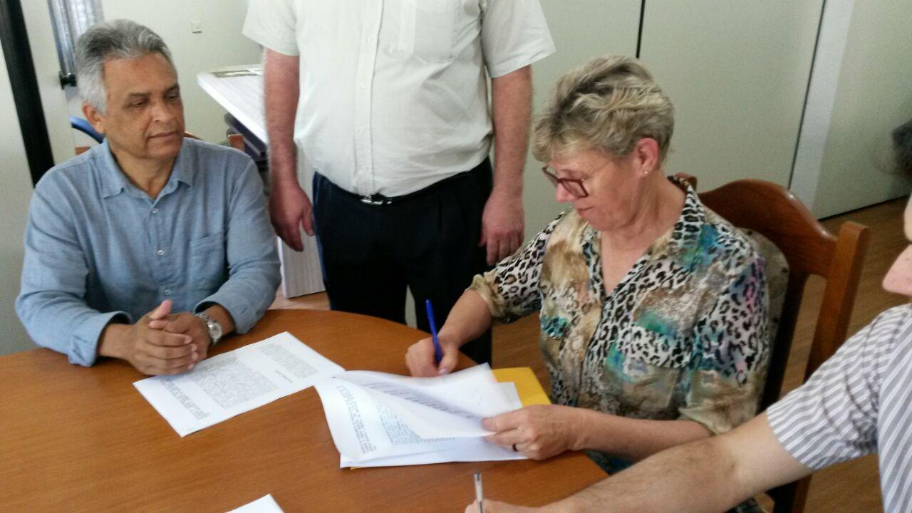 Presidente da Câmara e Representante Legal Assinam Contrato para o fornecimento de Móveis Planejados para a Nova Sede