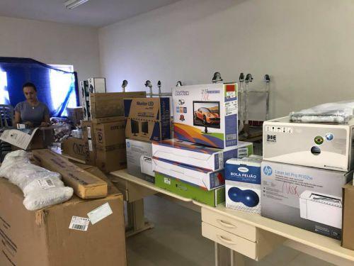 Prefeita e Secretária de Saúde fazem entrega de equipamentos para as Unidades de Saúde de Amaporã