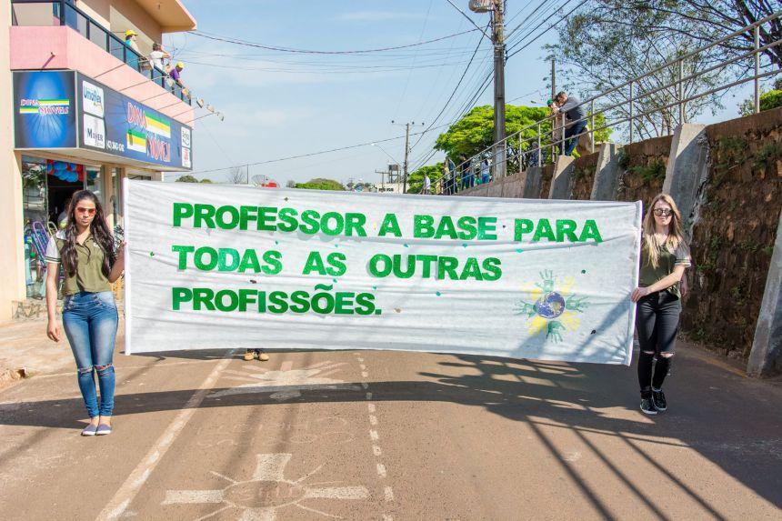 Desfile Cívico em Comemoração ao Dia da Independência do Brasil