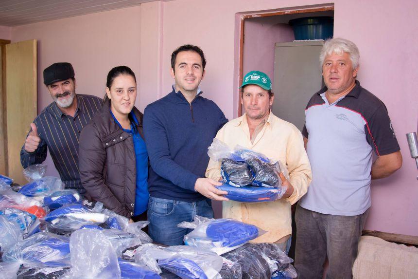 Entrega de Uniforme para os funcionários do Aterro Sanitário