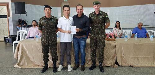 Jovens participam de cerimônia para dispensa do Serviço Militar