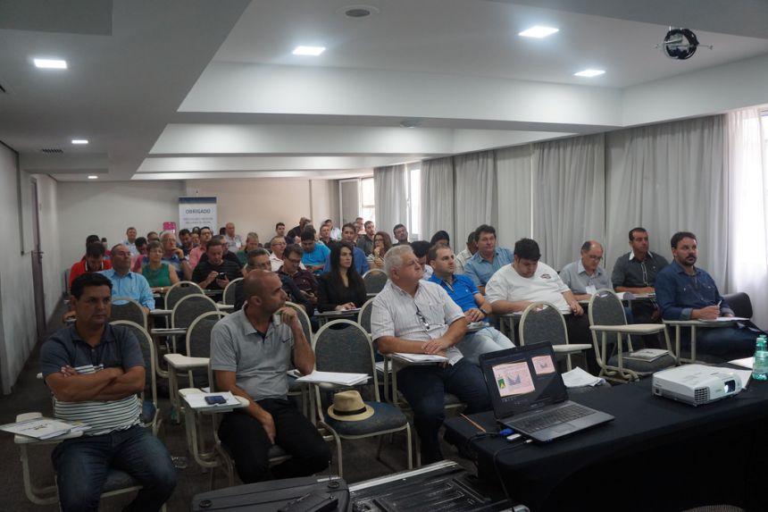 Vereadores e Servidor Participam de Curso: Compras Municipais, Gestão e Fiscalização.