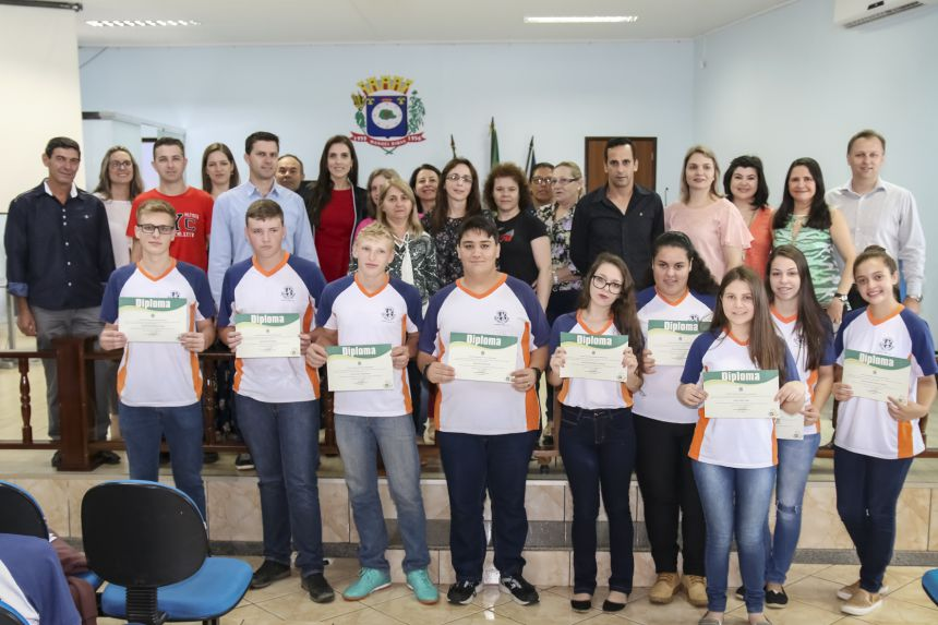 Estudantes de Manoel Ribas são diplomados no Projeto Parlamento Jovem