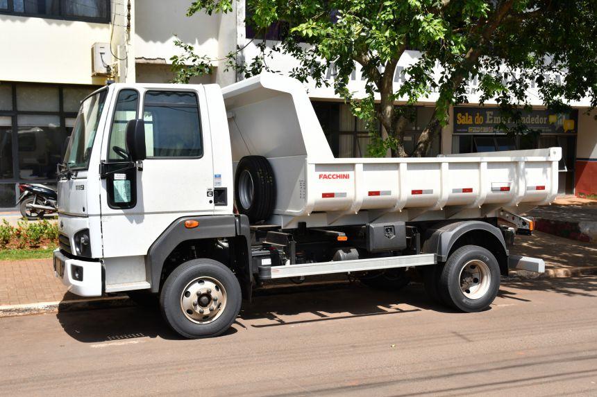 Prefeitura de São João do Ivaí adquire caminhão para o setor de obras e limpeza pública