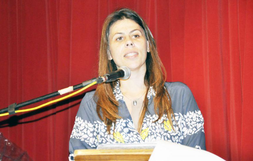 Carla Emerenciano explica ausência de médicos e anuncia reposições