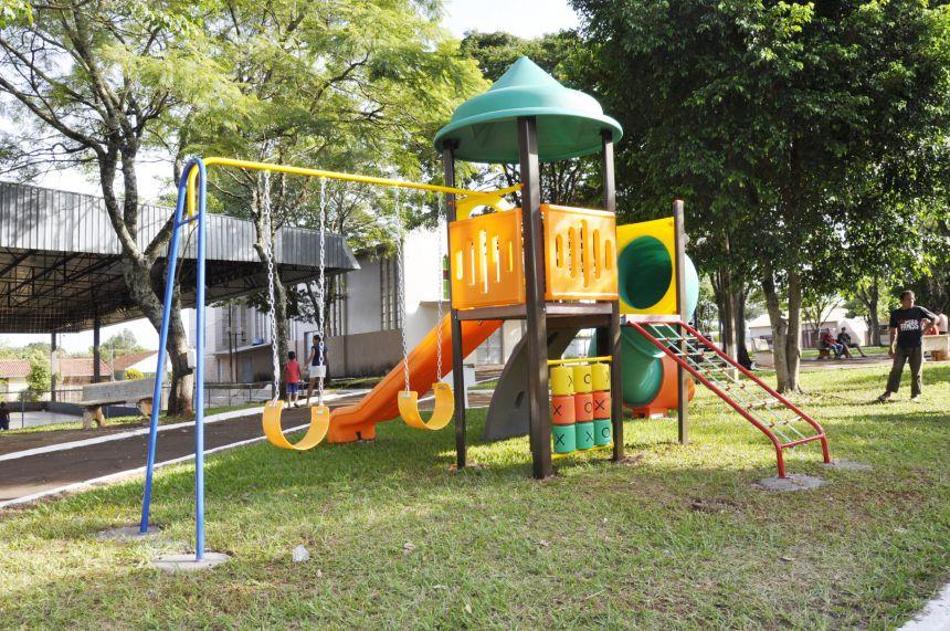 Prefeitura de São João do Ivaí inaugura parques infantis nos distritos