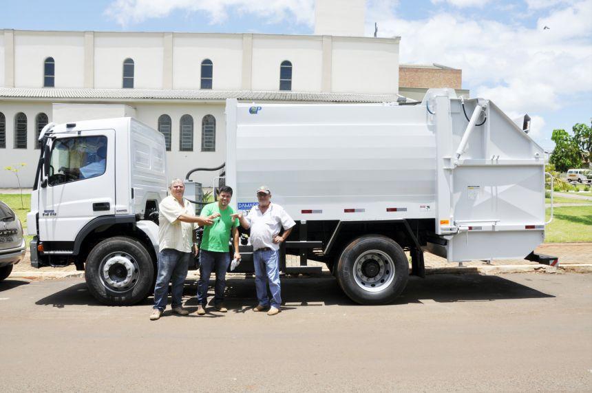 São João do Ivaí adquire caminhão para reforçar serviço de coleta de lixo