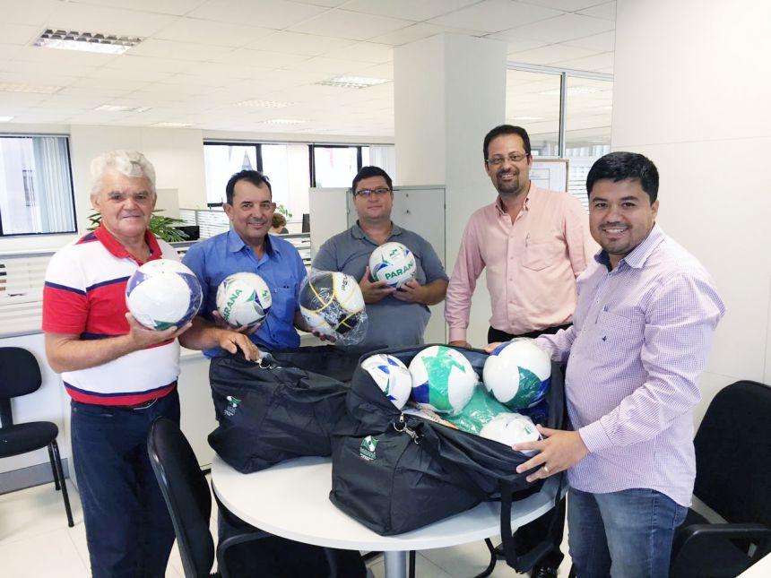 Distritos de São João do Ivaí serão beneficiados com kits esportivos